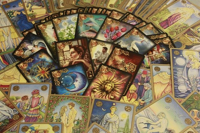 Psychic Reading vs Fortune Telling